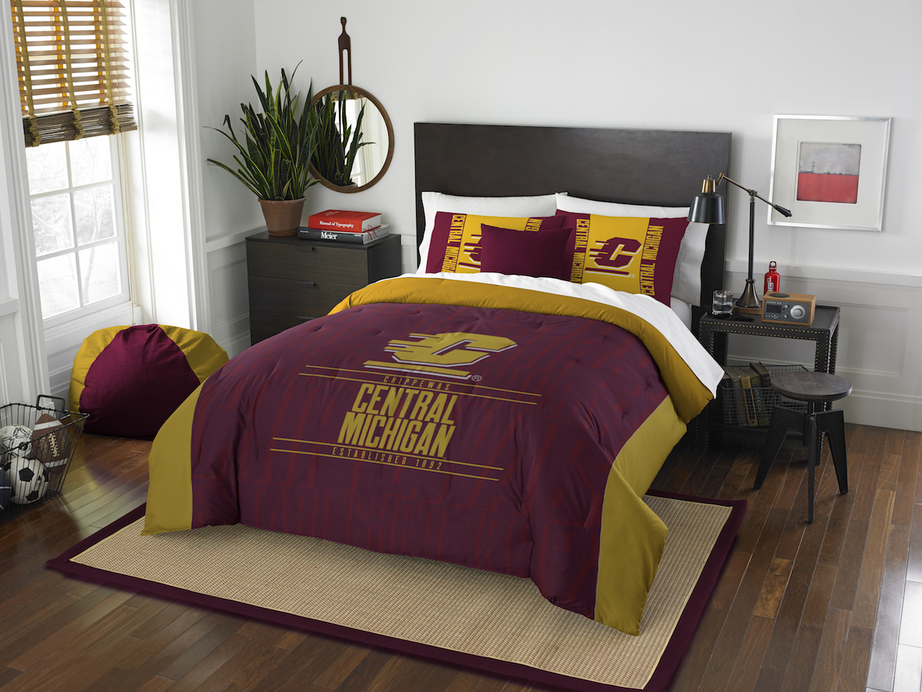 Central Michigan Chippewas QUEEN/FULL size Comforter and 2 Shams
