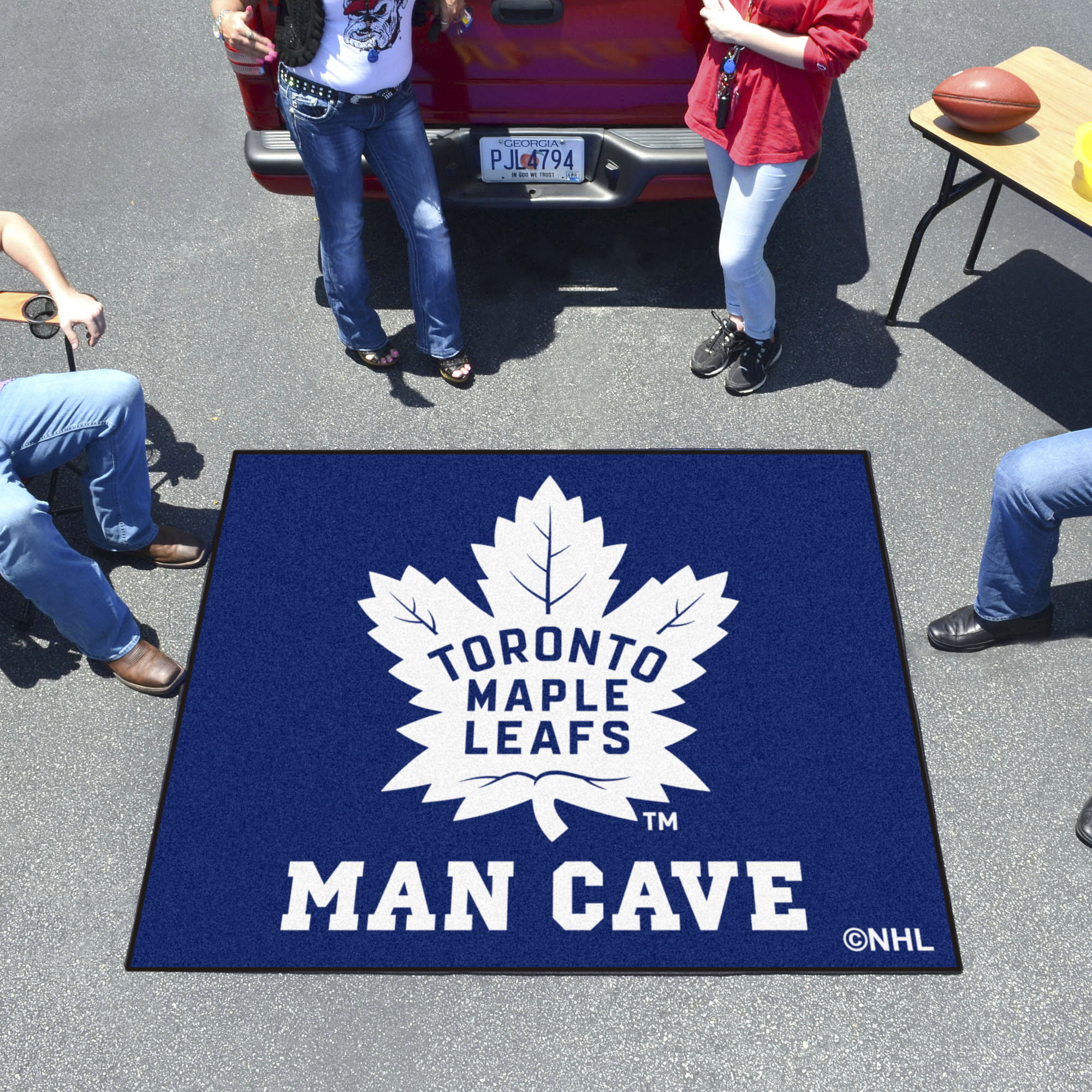 Toronto Maple Leafs MAN CAVE TAILGATER 60 x 72 Rug