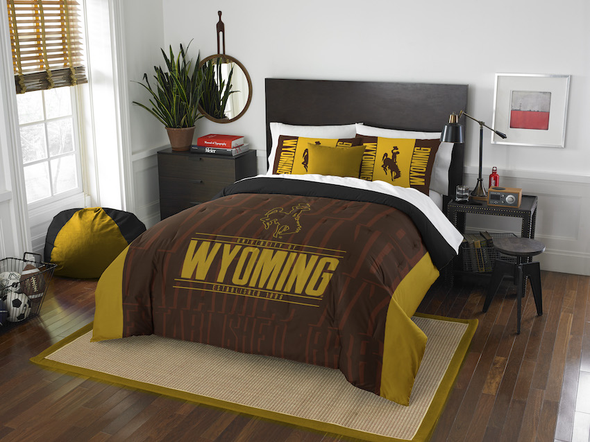 Wyoming Cowboys QUEEN/FULL Size Comforter And 2 Shams