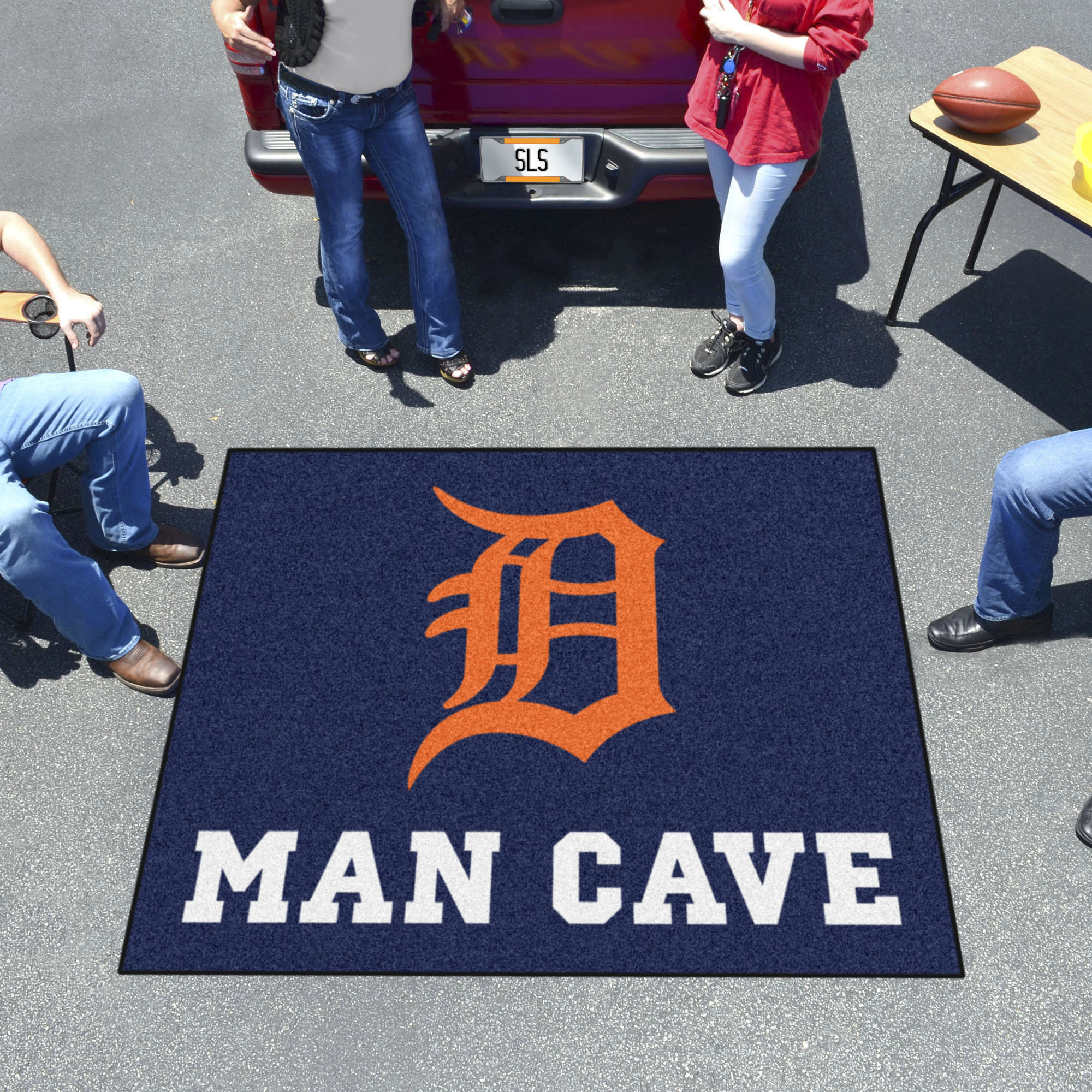 Detroit Tigers MAN CAVE TAILGATER 60 x 72 Rug