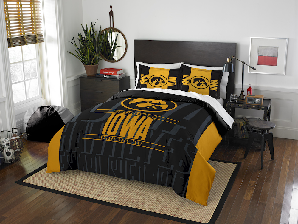 Iowa Hawkeyes QUEEN/FULL size Comforter and 2 Shams