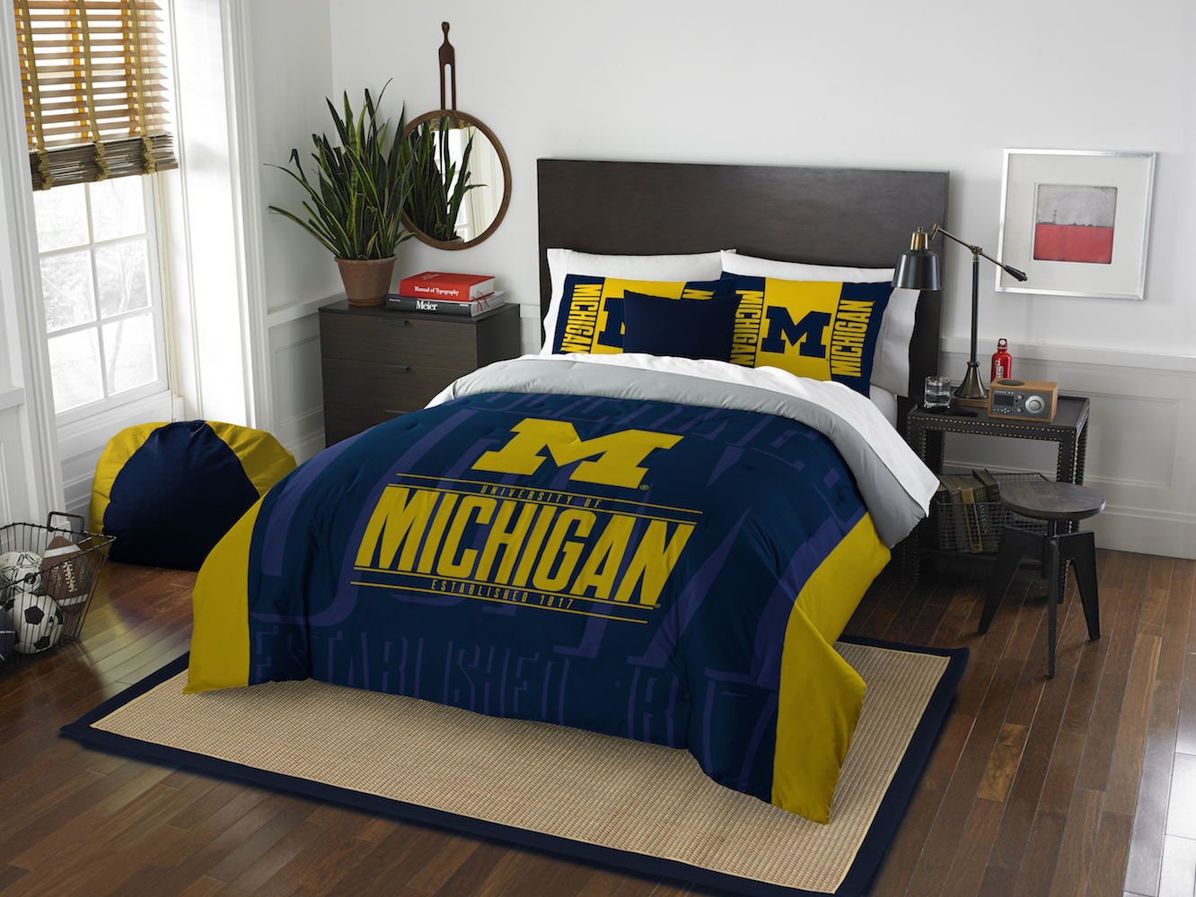 Michigan Wolverines QUEEN/FULL size Comforter and 2 Shams