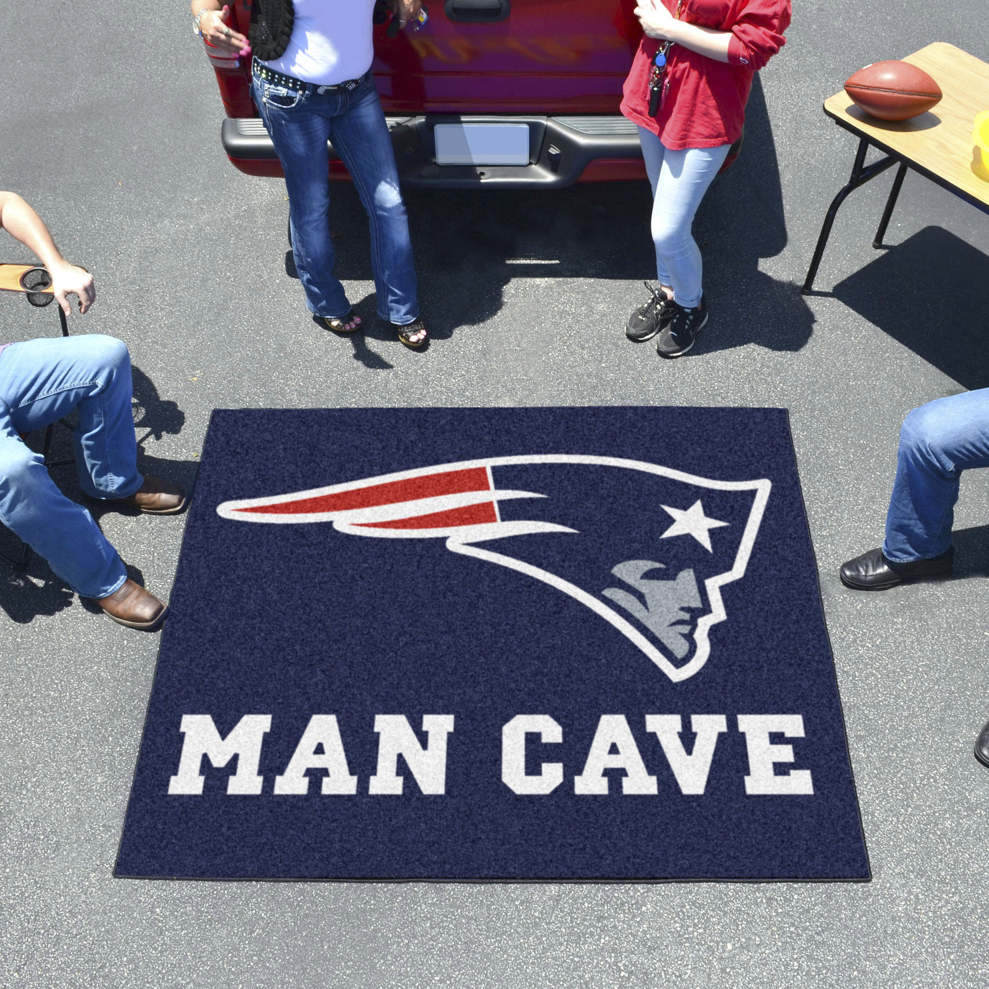New England Patriots MAN CAVE TAILGATER 60 x 72 Rug
