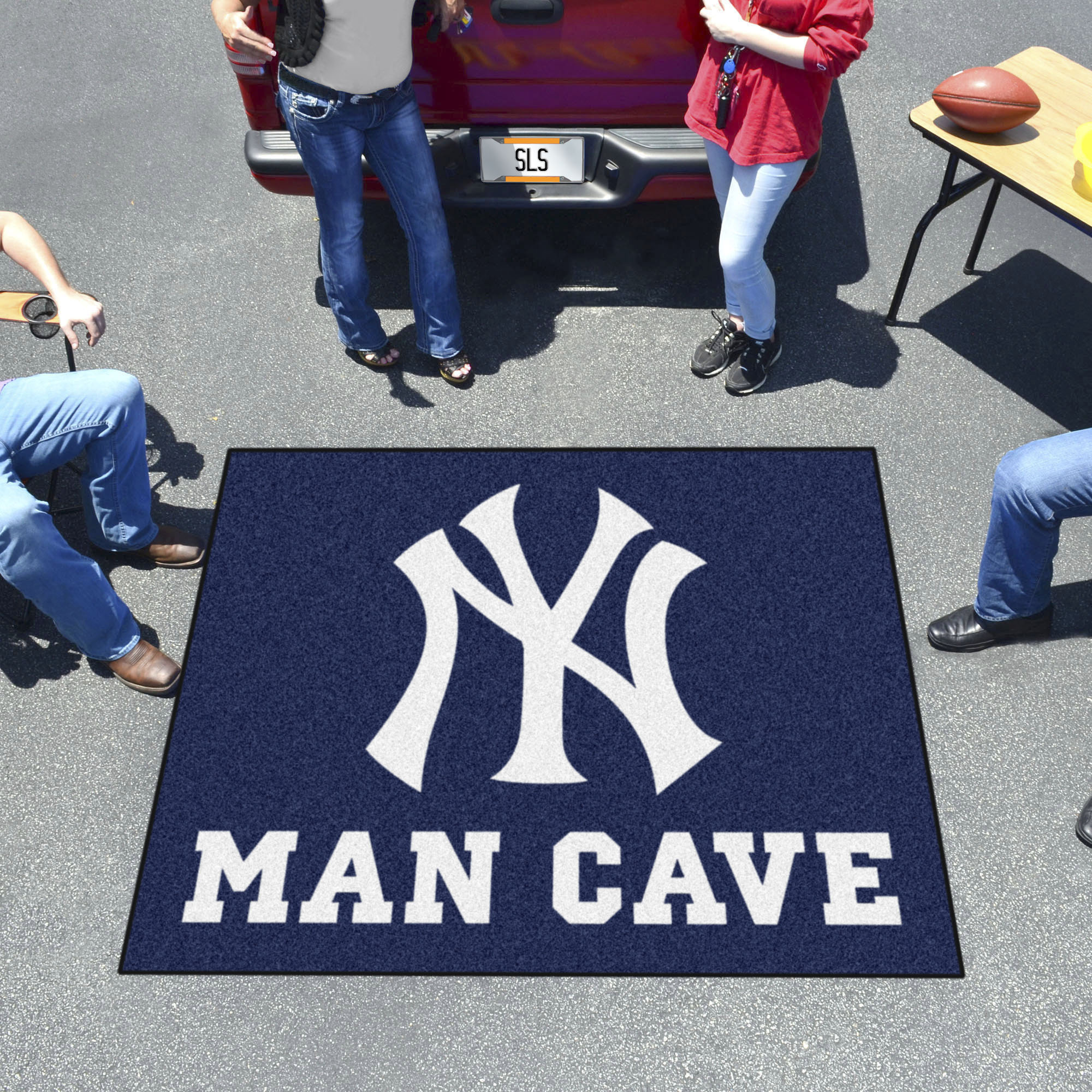 New York Yankees MAN CAVE TAILGATER 60 x 72 Rug