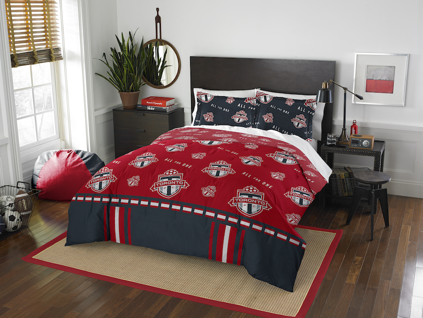 Toronto FC QUEEN/FULL size Comforter and 2 Shams